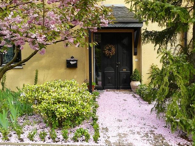 house-entrance-255132_640